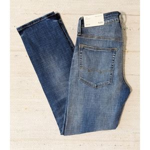SIZE 28 / 30 - NWT American Eagle Jeans
